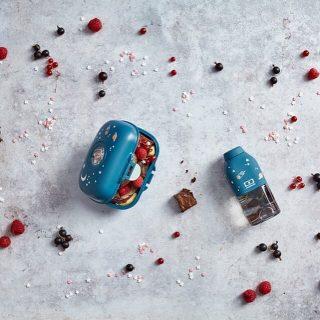 🎄CaDEAUX DE NOËL 🤶 KIDS &ZERO DECHETS #2🎄 . . Les boites à goûter, gourdes et bouteilles isotherme avec paille intégrée pour le chocolat chaud @monbento  . .   A l'école, en vacances, en sortie scolaire ou en pique-nique : cette astucieuse boite à goûter protégera vos encas de tous les tracas.   Glissée dans le sac à malices de tous les enfants, elle se reconnaîtra facilement grâce à sa pastille interchangeable à l'infini ! .  Pratique, écologique, esthétique et économique, les gourdes ont tout pour elle !  Produits sans PBA, sans BPS et passent au lave vaisselle. . . On oublie pas aussi les jolies lingettes lavables @la_poule_pondeuse ! . . #lunchbox #kids #enfants #zerodechet #shopping #noël #christmas #boitesagouter #pantinmaville