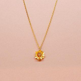 🌸BIJOUX MARIE GOLD 🌸 . . Venez découvrir une marque de créateurs engagée. Chaque pièce est façonnée par Sébastien et Stéphanie à la main dans leur atelier, puis doré à l'or pur 24 carats. Ils travaillent sur de nouvelles collections «up cycling» qui donnent un second souffle aux petits objets toujours dans un univers de haute joaillerie de fantaisie. A suivre...  . . Découvrez le  .Le Collier sunflower gold avec la marguerite iconique, poétique et intemporel, il se porte en toute occasion. -65€ .Le bracelet twins avec cette fleur délicat-45€ .Les douces boucles d'oreilles ivoires - 50€ . Et bien d'autres pièces à découvrir dans notre boutique. . . #bijoux #bijouxcreateur #laclairierebienetre #pantin #pantinisbeautiful #jewelry #jewels #bonjourpantin