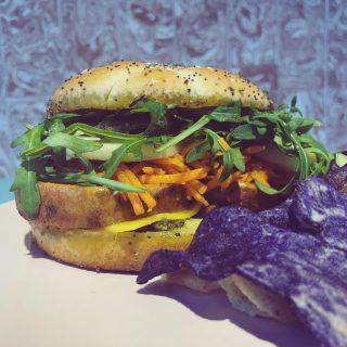 Yummy 🤤  . . Voici le menu d'aujourd'hui et demain en image ! . Commandes Sur place, par téléphone au 0147444730 ou en ligne sur notre e shop click&collect.  . . #madeinpantin #pantinisbeautiful #laclairierebienetre #menu #restaurant #organic #foodporn #food #vegan #veganfood #burger