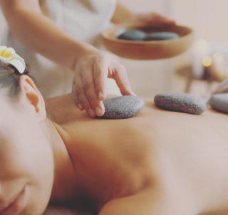 🌿OFFRE D'AUTOMNE 🌿- Massage aux pierres chaudes à 79€ . . Offrez vous un moment de pure relaxation et délier toutes les tensions avec ce rituel alliant pouvoir des pierres de basaltes et techniques d'effleurage et de friction.  . . Ce massage permet de detoxifier, de lâcher prise et d'améliorer la circulation sanguine. Certaines douleurs et maladies peuvent être traitées : arthrite, douleurs musculaires, insomnies, fybromalgie, maladies liées au stress. . . #massagetherapy #massage #hotstonemassage #hotstone #wellness #bienetre #laclairiere #laclairierebienetre #pantinmaville
